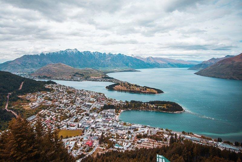 Uitzicht op Queenstown, Nieuw-Zeeland, een van de leukste steden Nieuw-Zeeland!