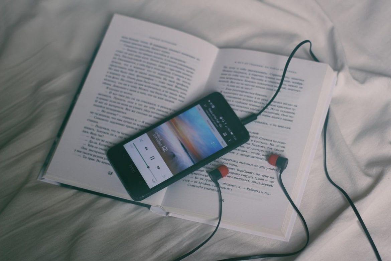 Mobiel in bed