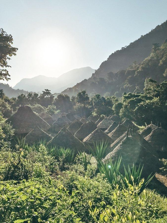 Een dorp onderweg naar de Lost City in Colombia