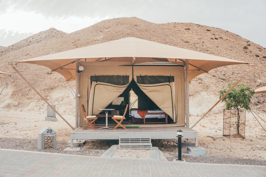 Slaap in een tent tijdens je reis.