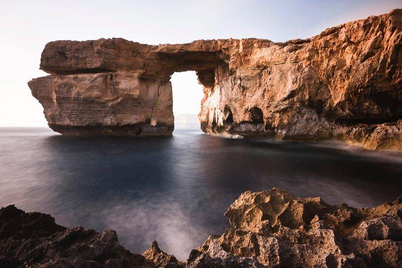 De Azure Window op Gozo, Malta is inmiddels ingestort, maar je kunt er nog wel een mooie boottrip maken.