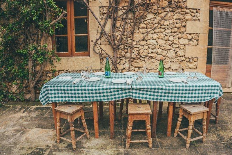 Tijdens een vakantie op Gozo kun je geiten melken, kaas maken en wijn drinken bij een lokale boer.