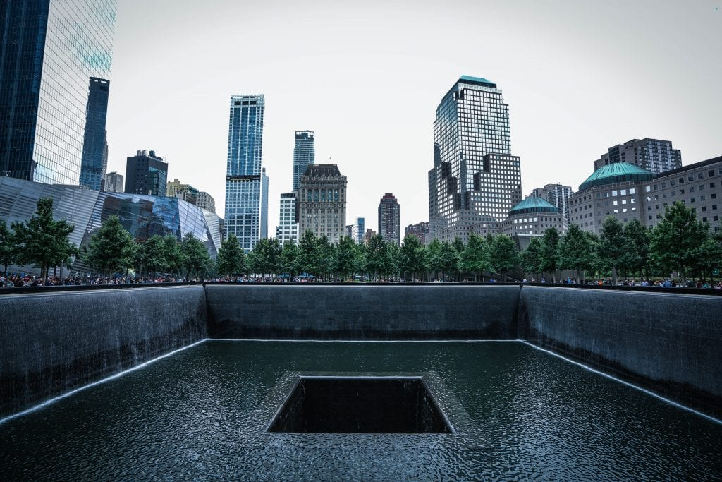 Of breng een bezoek aan de 9/11 memorial.