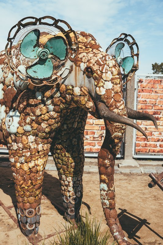 In Tsjechië vind je de Kovo Zoo, een dierentuin gemaakt van metaal!