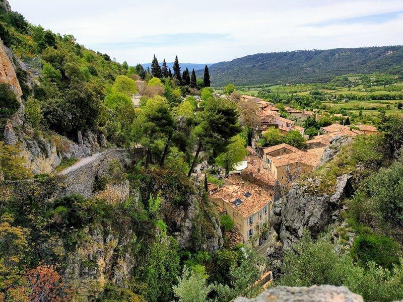 En vergeet zeker niet de leuke dorpjes in de omgeving van Gorges du Verdon, Frankrijk te ontdekken, zoals Moustiers-Sainte-Marie.