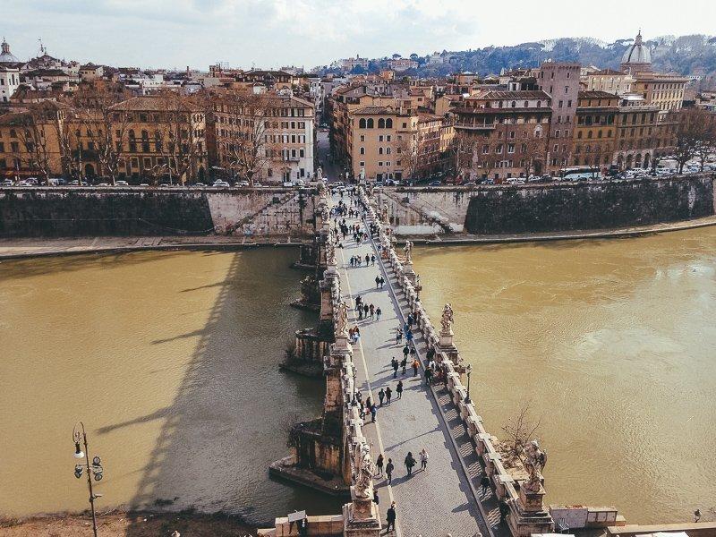 Vanaf de Engelenburcht kijk je uit op de bekende brug!