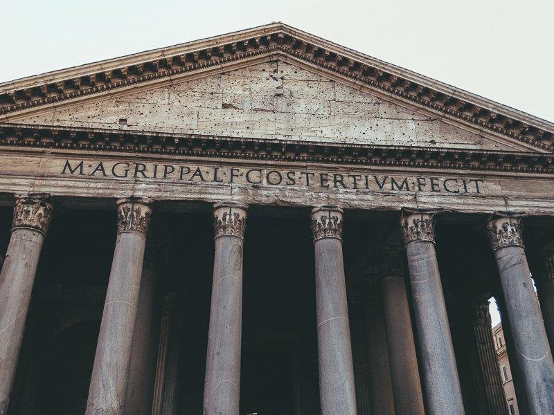 Het Pantheon is een eeuwenoude tempel en prachtig om te zien.