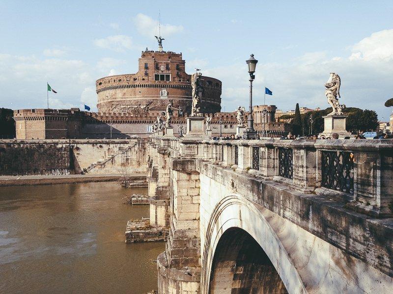 De Engelenburcht is een van de belangrijkste bezienswaardigheden van Rome.