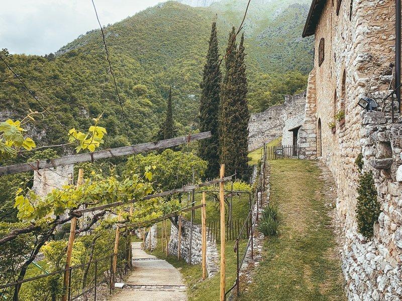 Bezoek de Castle of Avio voor een geschiedenisles en maak prachtige foto's.