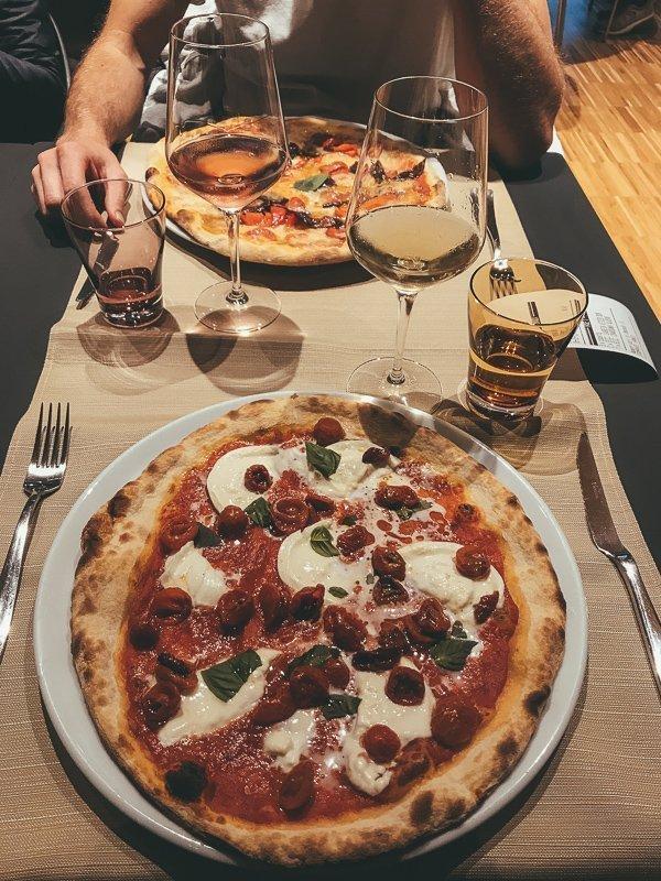 Een lekker pizzaatje in Trentino Italië mag natuurlijk ontbreken.