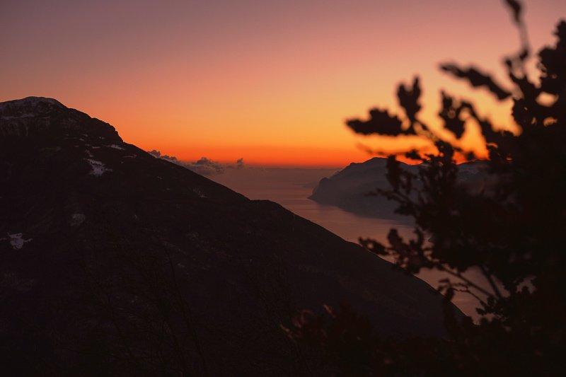 Vanaf Monte Creino, net buiten Rovereto, heb je uitzicht op het welbekende Gardameer.
