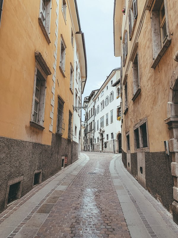 Het centrum van Rovereto is kleurrijk, met schattige straatjes.