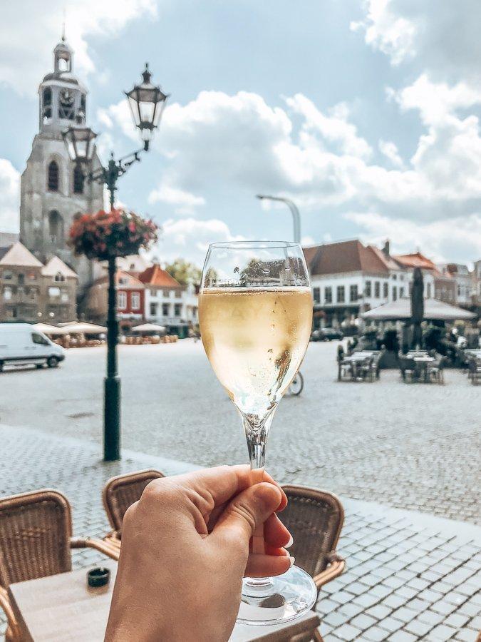 Wat te doen in Bergen op Zoom? Terras hoppen!
