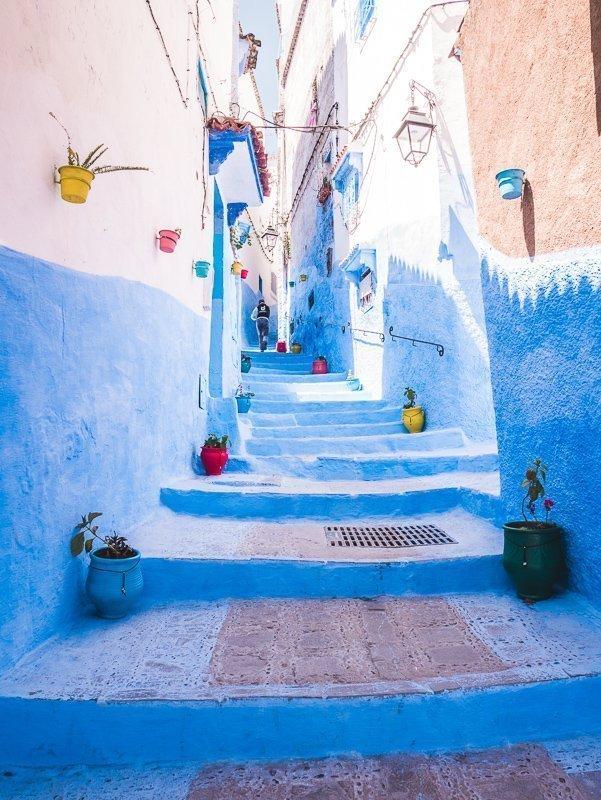 De blauwe straatjes van Chefchouen, een echte bucketlist bestemming in Marokko