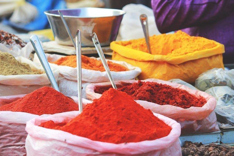 In Marokko vind je allerlei specerijen, opgestapeld zoals hier.