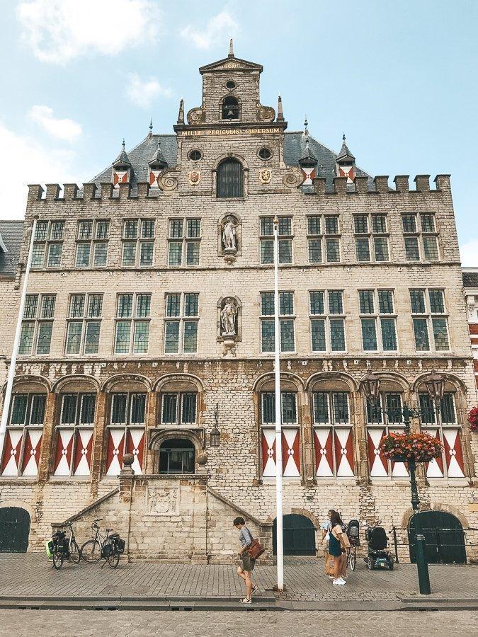 Het stadhuis van Bergen op Zoom.