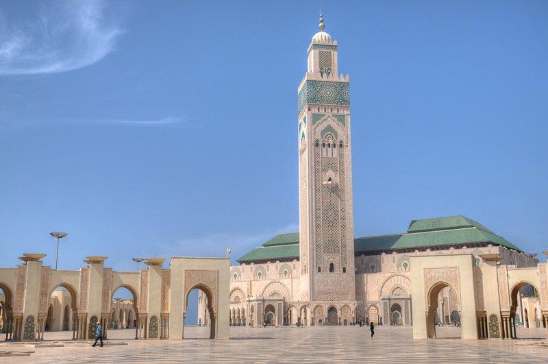 Marokko heeft alles: van mooie natuur tot cultuur en heerlijk eten. Check hier de mooie moskee in Marrakech.