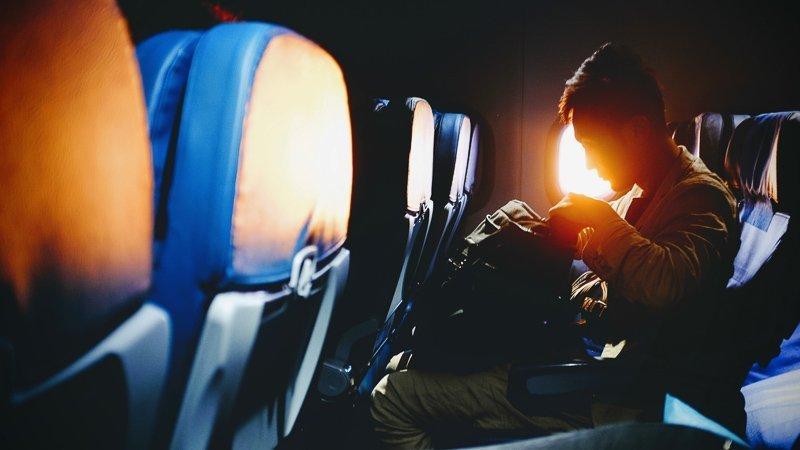 Reis met enkel handbagage om zo geen kosten voor ruimbagage te hoeven betalen en goedkoper te reizen.