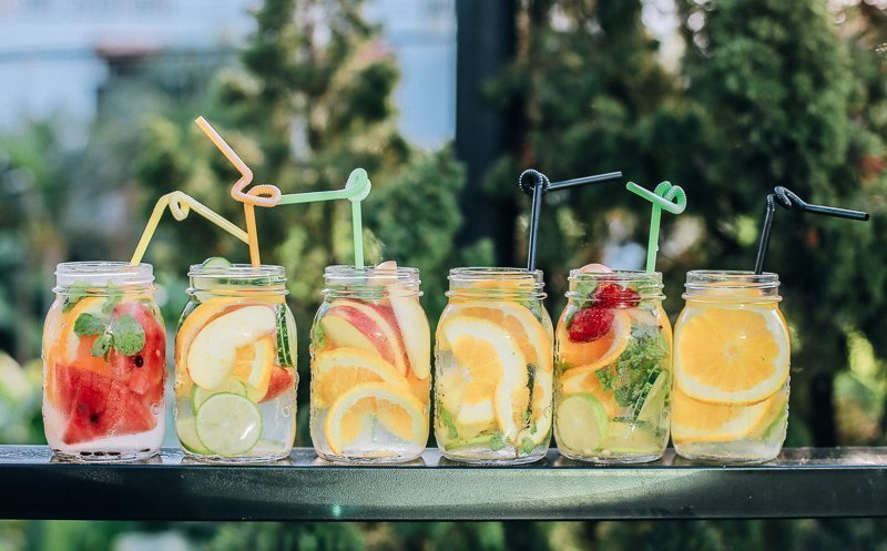 Maak wat heerlijke cocktails om het reisgevoel vast te houden.