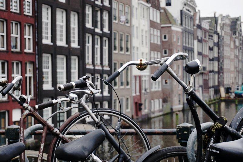 Ontdek zeker de Haarlemmerbuurt tijdens een dagje Amsterdam.