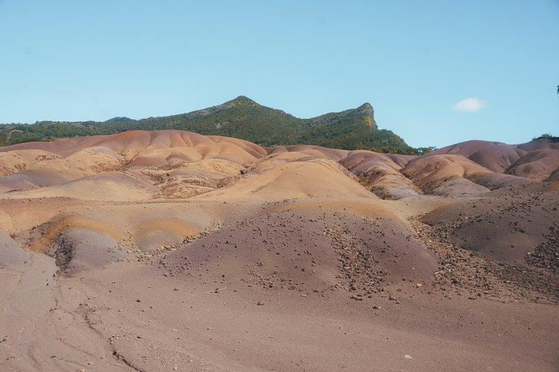 Op Mauritius kom je zoveel verschillende landschappen tegen, zoals de seven colored hills.