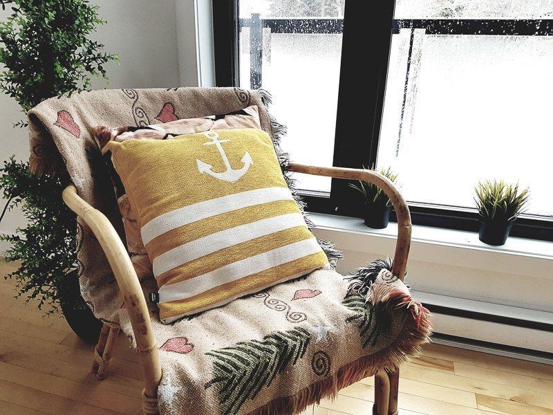 Kies voor bamboe meubelen om het vakantiegevoel in huis te halen.