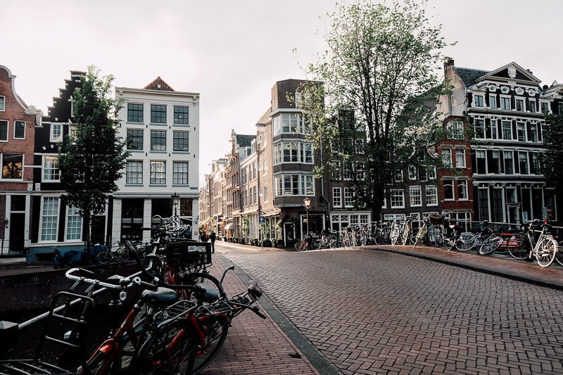 De mooie binnenstad moet je natuurlijk even ontdekken in Amsterdam.