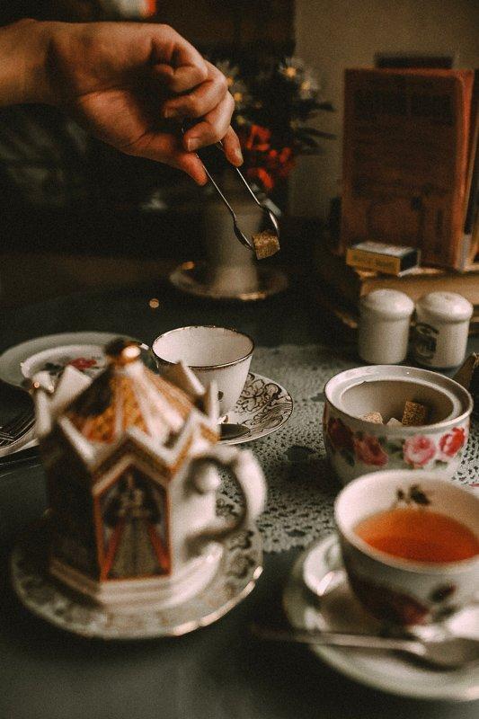 Wat te doen in Amsterdam? Ga op en high tea met vrienden!