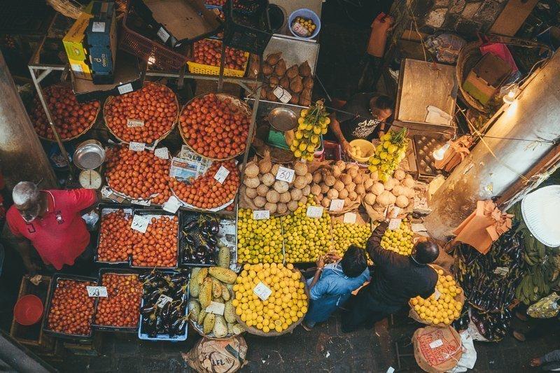 De markt bij Grand Baie van bovenaf.