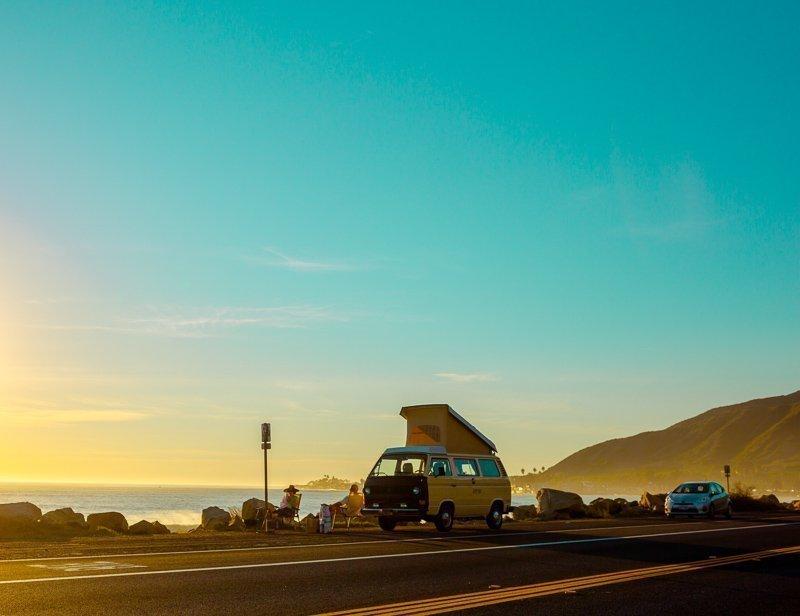 Vaak moet je minimaal vijf jaar een rijbewijs hebben om een auto te kunnen reserveren.