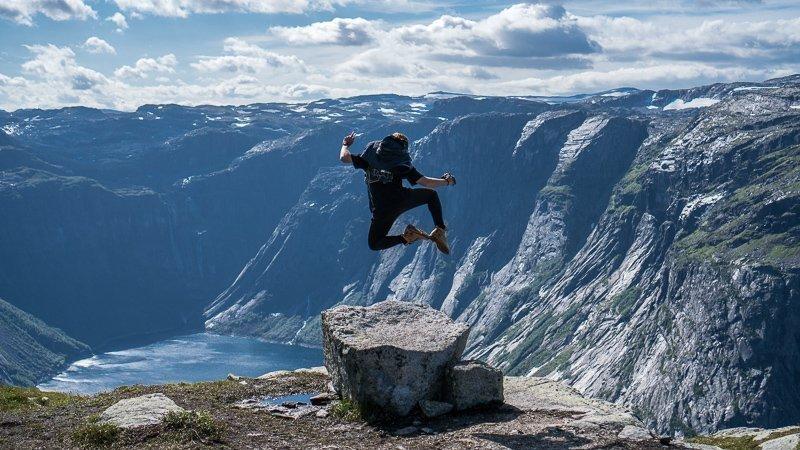 Trolltunga is een van de populairste plekken in Noorwegen die je zeker een keer moet hebben bezocht.