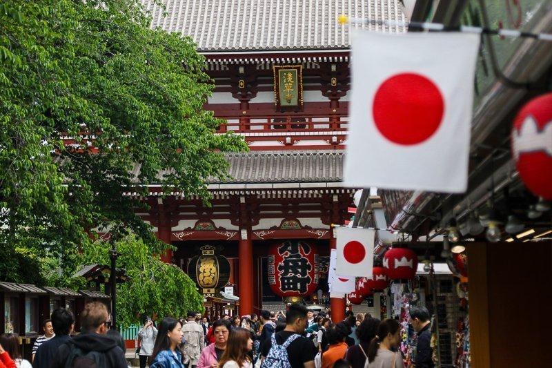 Ga naar de Sensoji Tempel, naar mijn mening de leukste en mooiste tempel van Tokyo.