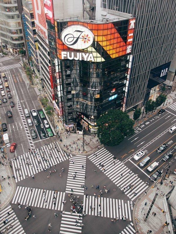 Wil je shoppen in Tokyo? Dan moet je zeker in de luxueuze wijk Ginza zijn.