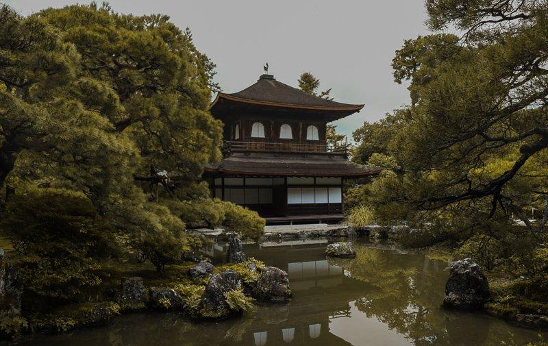 Ook de zilveren paviljoen, de Ginkaku-ji tempel, is een van de belangrijkste Kyoto bezienswaardigheden.