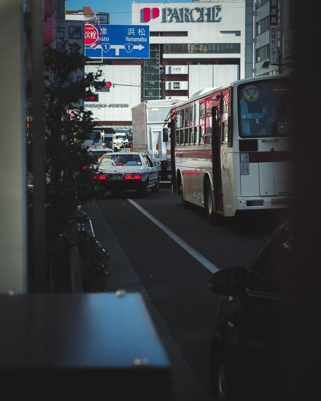 De bussen in Japan zijn ideaal voor budgetreizigers.