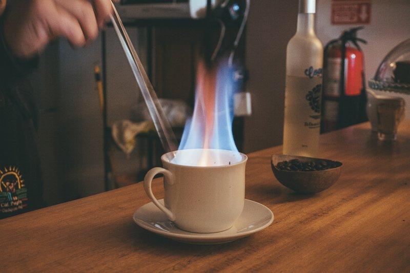 Koffie met alcohol in Peru.