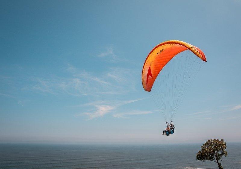 Ga paragliden in Miraflores.