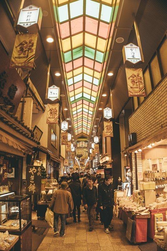 Proef allerlei lekkernijen op de Nishiki Market.