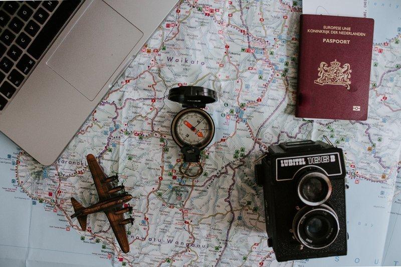 Paspoort afgeven op reis: mag dat eigenlijk wel? Je vindt het hier!