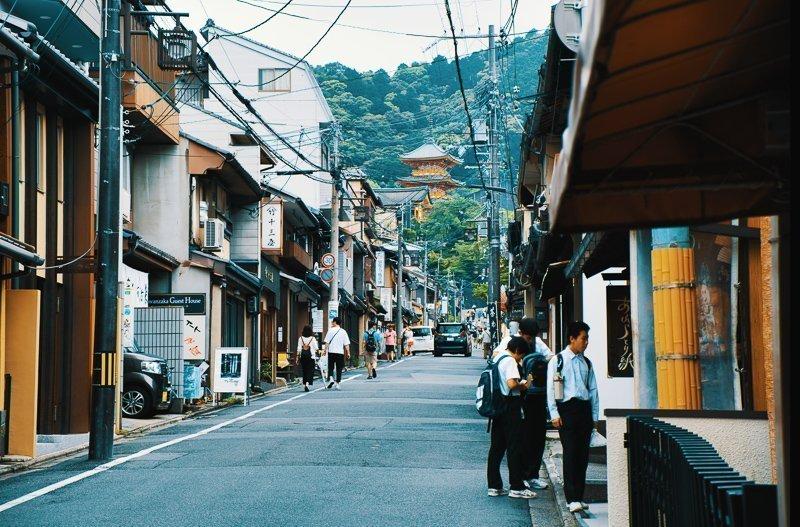 Als je een beetje je best doet en niet te veel uitgeeft bij alle Kyoto bezienswaardigheden, hoeft een stedentrip helemaal niet zo prijzig te zijn.