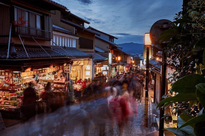 De straat om bij Kiyomizudera tempel te komen is werkelijk fantastisch.