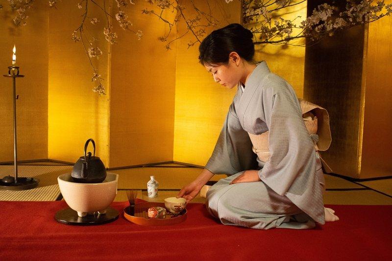 In Kyoto moet je een theeceremonie bijwonen, waar ze zo bekend om staan.
