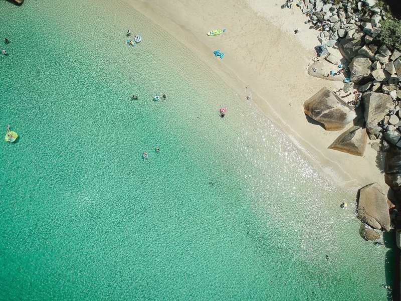 Ga naar de mooie stranden.