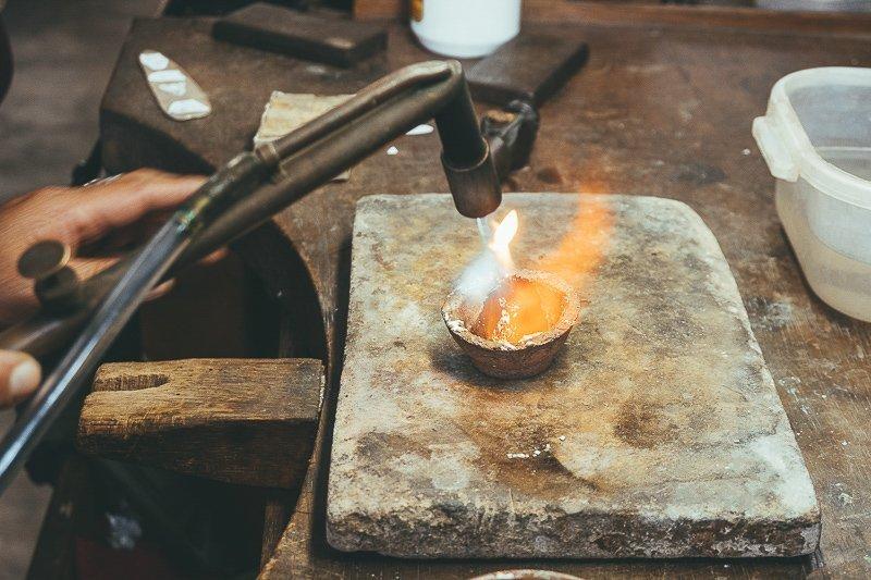 Maak je eigen sieraden bij Tucume nabij Chiclayo.