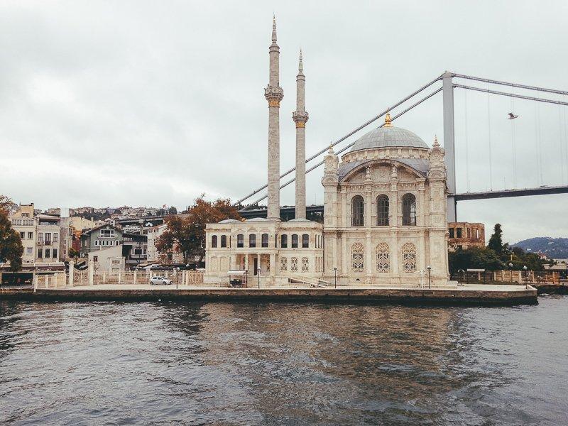 Maak tijdens een stedentrip Istanbul zeker een boottocht over de Bosporus.