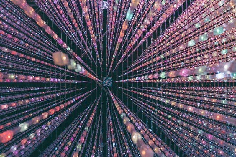 Futuristische voorstellingen in het Digital Art Museum in Tokyo.