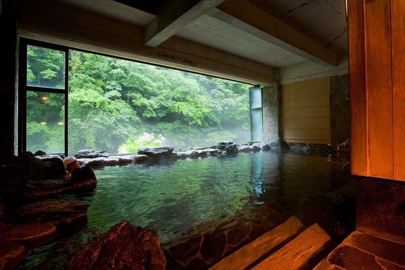 De onsen in Japan hebben niet alleen een ontspannende werking, ook een helende werking!