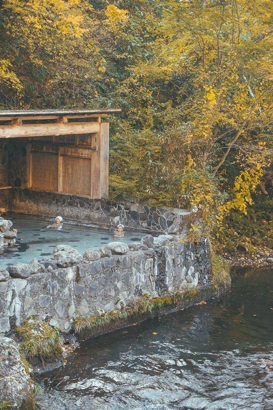 De heetwaterbaden in Japan hebben alle een andere temperatuur.
