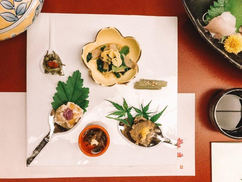 Zoveel kost eten en drinken in Japan.