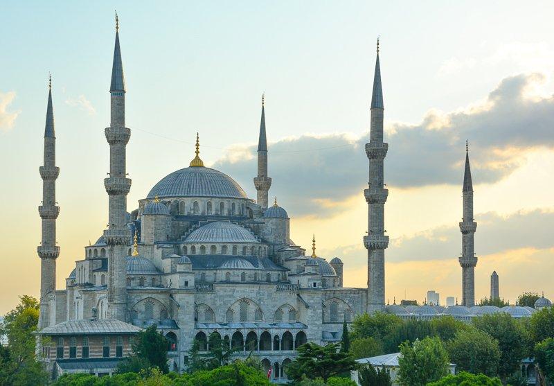 De Blauwe Moskee is een van de leukste Istanbul bezienswaardigheden.